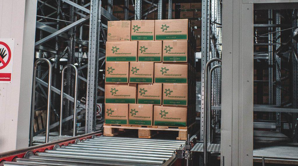 Storage pallet conveyor